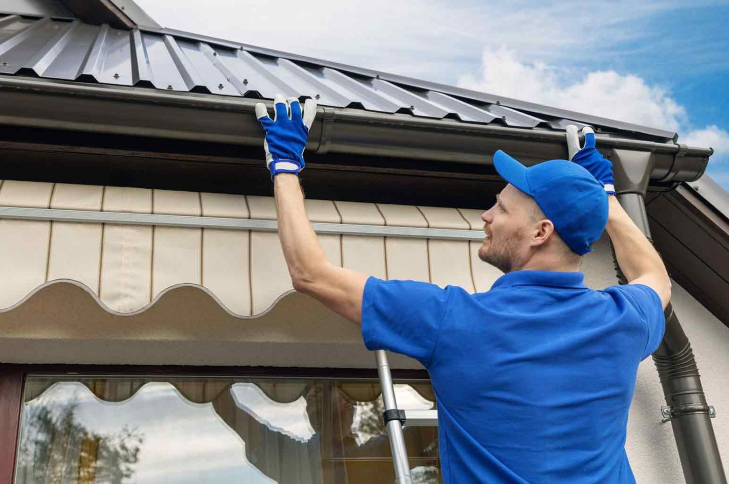 Reasons to Fix Roof And Gutter Issues Right Away